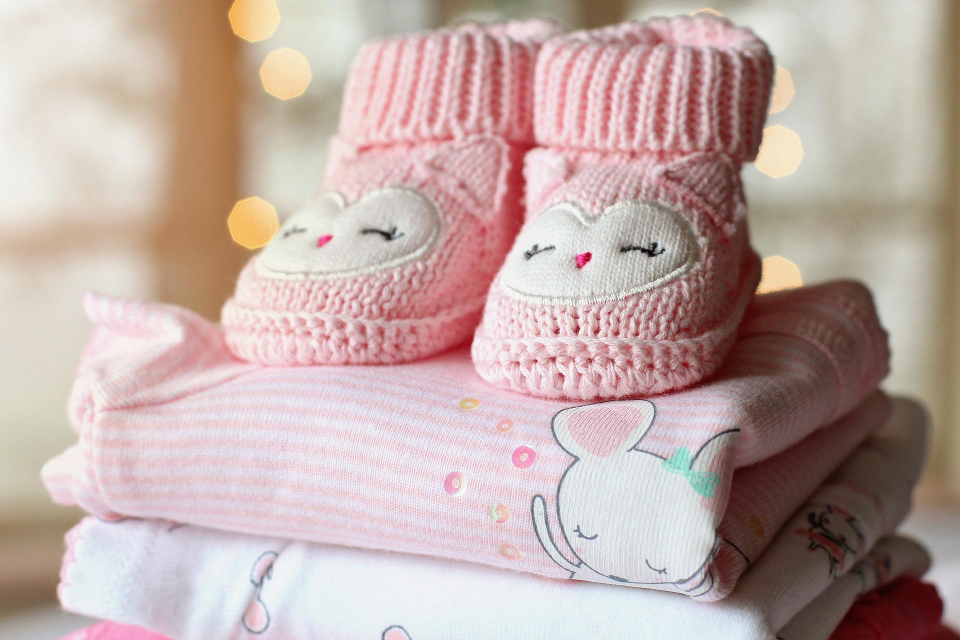 Rodzaje ubrań dla niemowlaków